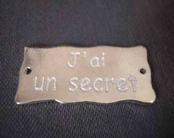 "Plate 30 mm listing message ""I have a secret"" laser-engraved and plated silver"