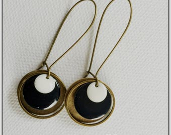 Earrings bronze and enamel black and white