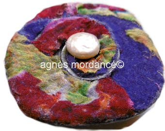 """Brooch or pendant """"carefree"""" 6 cm - felted silks and metal - unique"""