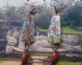 Earrings style Asian enameled metal, Czech beads and copper metal