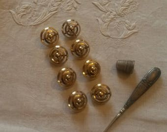 8 round buttons / metal