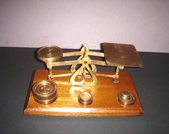 "English Made ""Mandated Accurate""   Vintage Desktop Postal Scale"