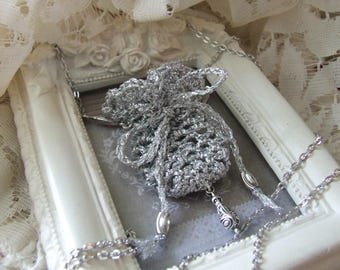 Amulet mini-bourse lucky charm silver plated wire crochet necklace