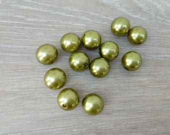 Set of 12 round synthetic jewelry making beads