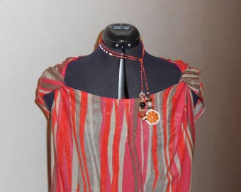 Tunic and fluid, elastic and slightly twisted designs