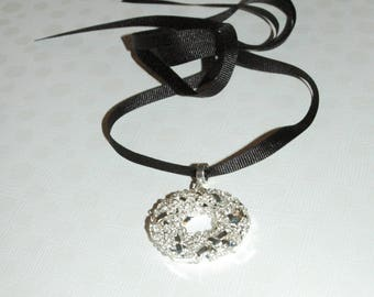 Silver-plated wire donut necklace