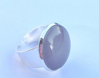 Medium taupe and silver frame round cabochon ring