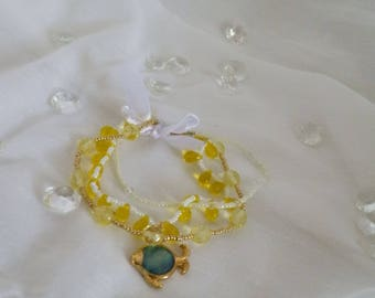 In shades of yellow/gold glass pearl bracelet