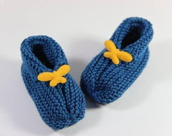 Hand knitted booties in cotton.