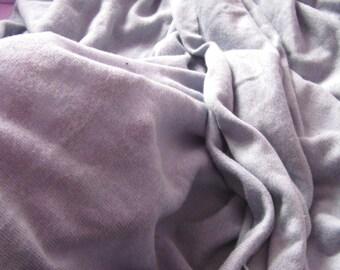 2,40 m de tissu maille extensible vicose couleur gris/lilas