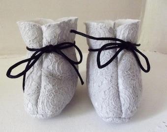 Slipper boots child stuffed gray lace print