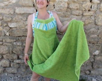Large apron sponge to wipe baby green
