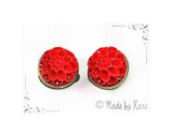 Vintage old red Vintage Cabochon resin flower cameo CLIP on earrings