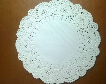 SET OF 40 WHITE SCALLOPED PAPER DOILIES
