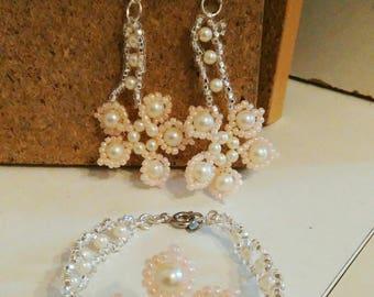 set earrings in silver and pearl bracelet.