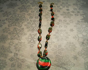 pendant necklace trend, original and colorful (black, red and green)