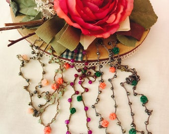 Roses and beads necklace