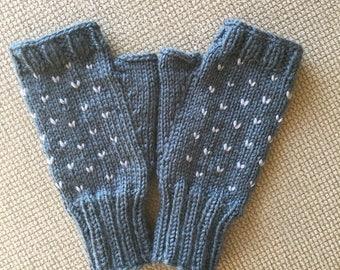 Knitted Fingerless gloves. Woman's Fingerless gloves. Women's gloves.Gray knitted gloves. Grey knitted gloves.Heart gloves. Free shipping.