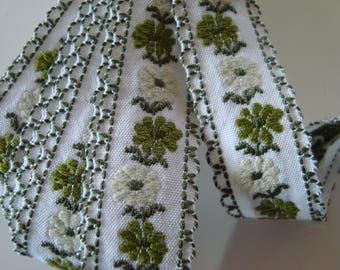 2.30 m Ribbon lace cotton background white floral print shades of green 19 mm wide