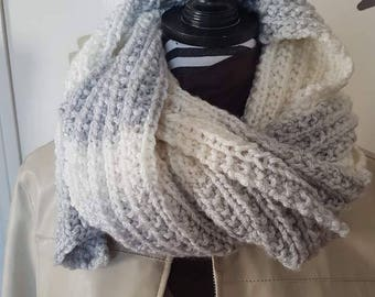 Soft and lightweight two-color scarf