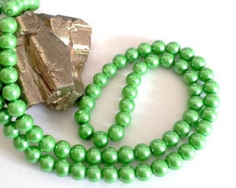 Wholesale lot of 100 Green Pearl glass beads, 6mm