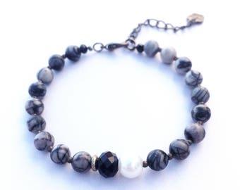 Black marbled beaded bracelet