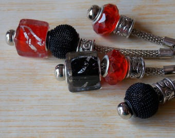 Keychain Charm's red and black metal mesh snake