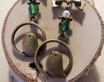 Pair of dangling earrings bronze and green bird