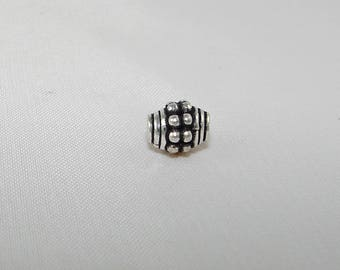 Pearl silver oval ball 7.00 mm. Decorative stitches. Title first silver beads. ASS185