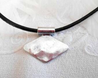 x 1 diamond silver 28 mm charm pendant.
