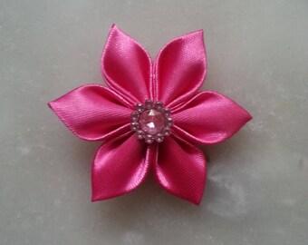 5 cm fleur de satin rose bonbon   petales pointus