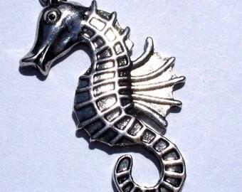 1 MB214 38x19mm silver seahorse charm