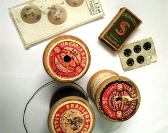 Vintage/spools thread/buttons vintage sewing notions lot