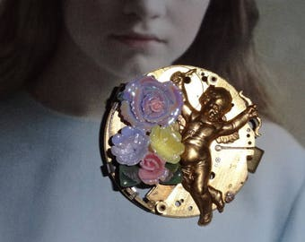 Time to love (brooch)