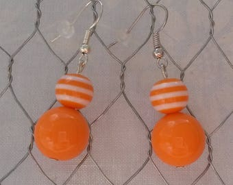 Dangling earrings with orange beads