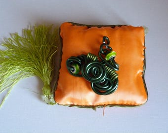 PENDANT FOR NECKLACE GREEN WIRE ALUMINUM + BEADS