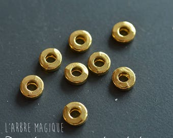 Pearl gold tone round and flat 6 mm hole 3 mm x 50 size