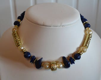 Choker necklace with pearls and stones