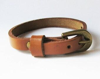 Light brown leather bracelet watch - nice quality - woman minimalist leather bracelet