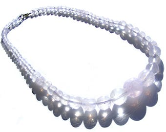 Collier cristal de roche perles de 6,8,10,12,14 mm et fermoir mousqueton.