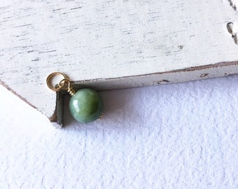 Round jade dangle,jade pendant,gift for her,small gift,minimalist jewelry,round jade dangle, gold filled jade pendant
