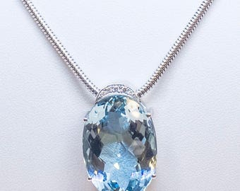 Aquamarine 32cts in 18kt white gold and brilliant — pendant with necklace