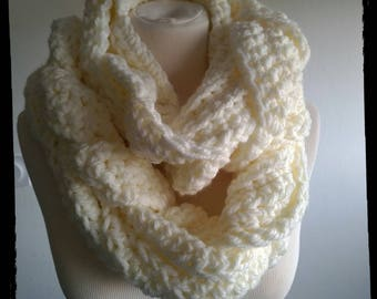 Scarf / snood in ecru