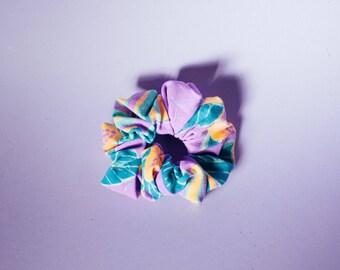 The scrunchie vintage purple flowers