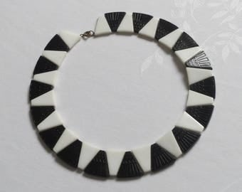 Vintage early plastic black and white beaded round collar choker necklace 1950s