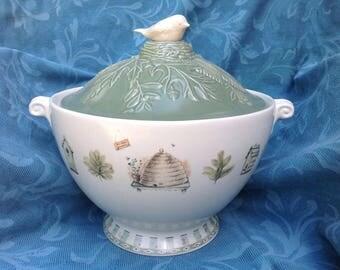 Vintage! Pfaltzgraff Naturewood soup taureen. Retired piece in VG condition
