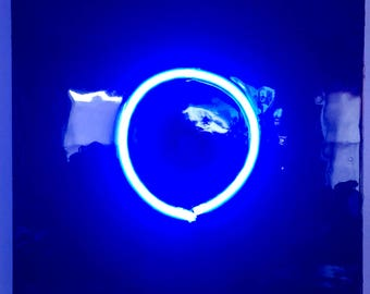 círculo azul de neón