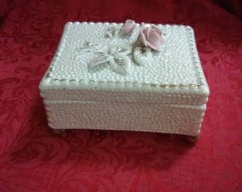 Vintage ceramic rose jewelry box with lid. This has been in my room just for looks for the past 20 years.
