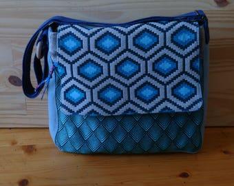 Messenger flap shoulder bag