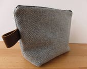 Vintage Houndstooth Wool Plaid and Leather Large Zipper Pouch Bag